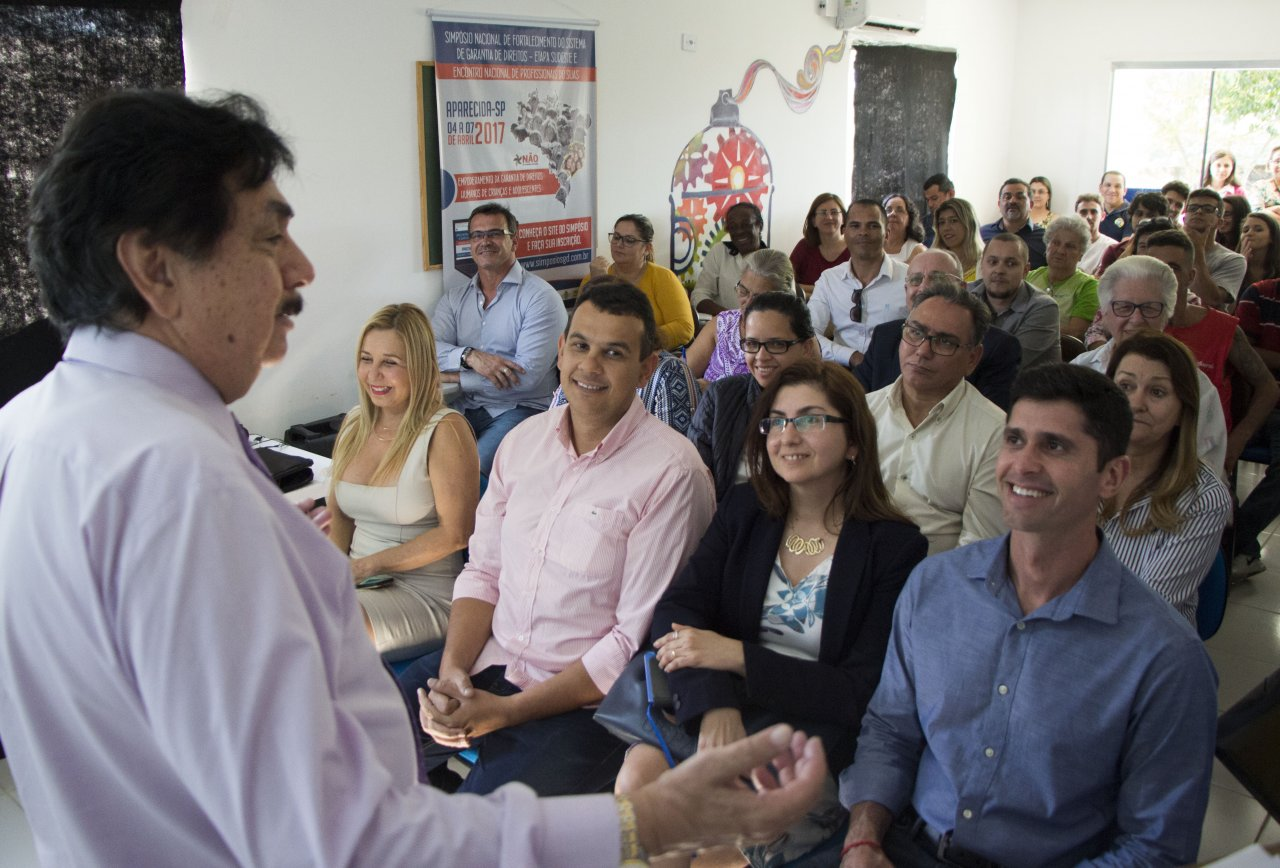 El Dr. Eduardo Hernández se presenta al grupo de participantes de la capacitación de Octubre 2017 en Sao Paolo, Brasil.